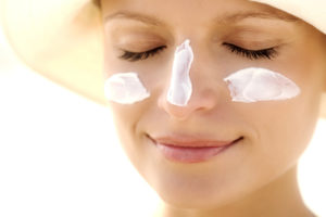 protector solar para evitar arrugas